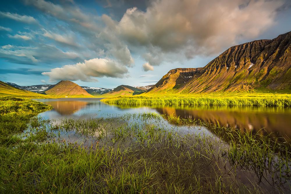 ฟยอร์ดทางตะวันตกแสดงให้เห็นถึงสถานที่ที่ดีที่สุดในประเทศไอซ์แลนด์.