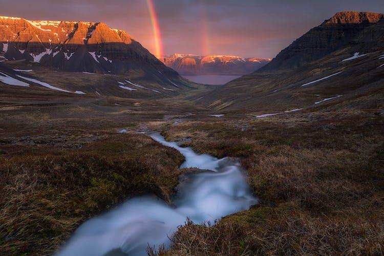 ฟยอร์ดทางตะวันตกเป็นหนึ่งในภูมิภาคที่โดดเดี่ยวที่สุดในทั่วทั้งประเทศไอซ์แลนด์.