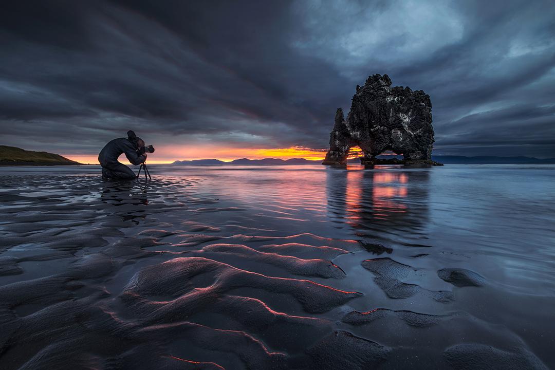 La formación rocosa Hvítserkur es un tema fotográfico interesante y dinámico.