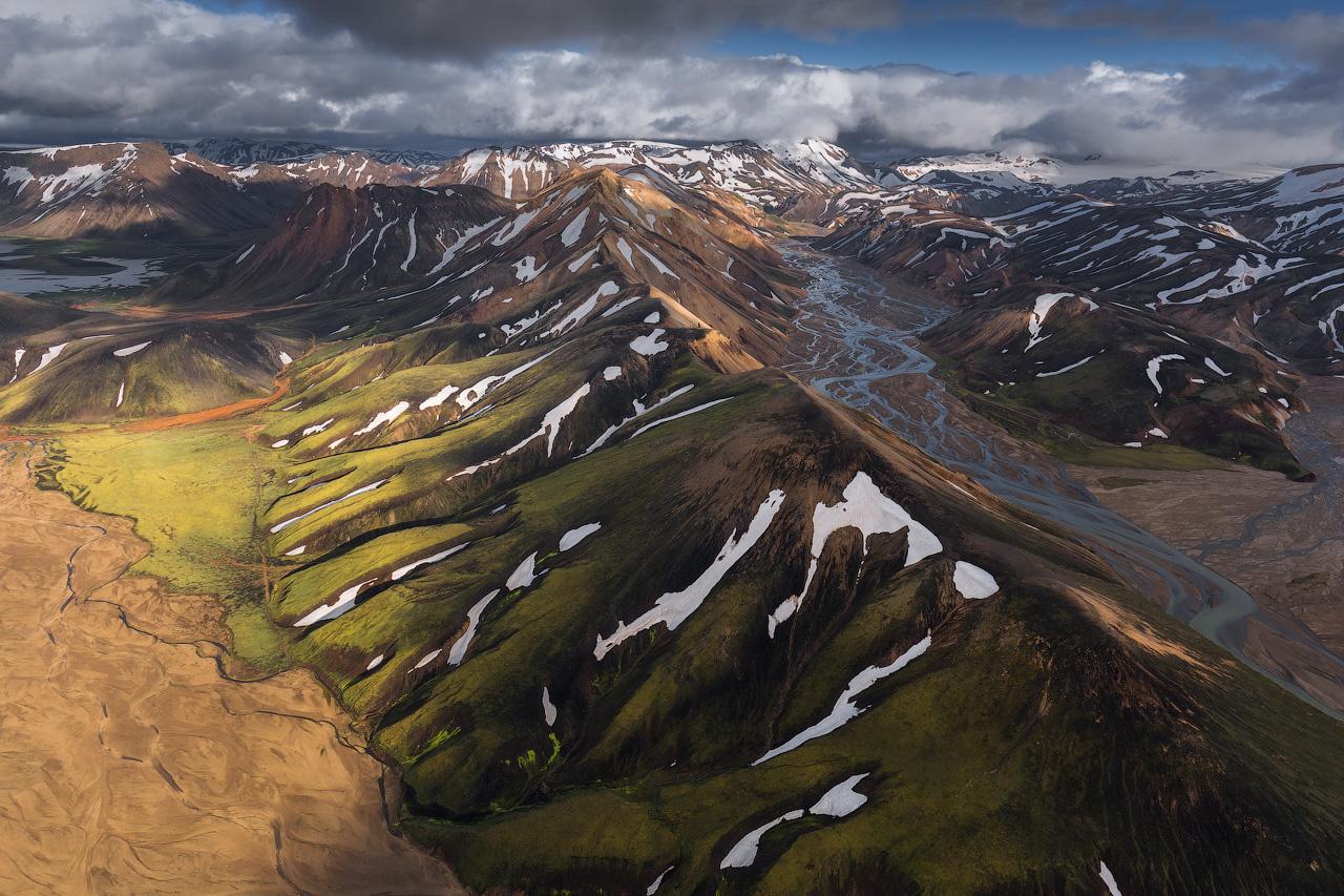 Landmannalaugar est surtout connu pour ses piscines géothermiques et ses collines colorées de rhyolite.
