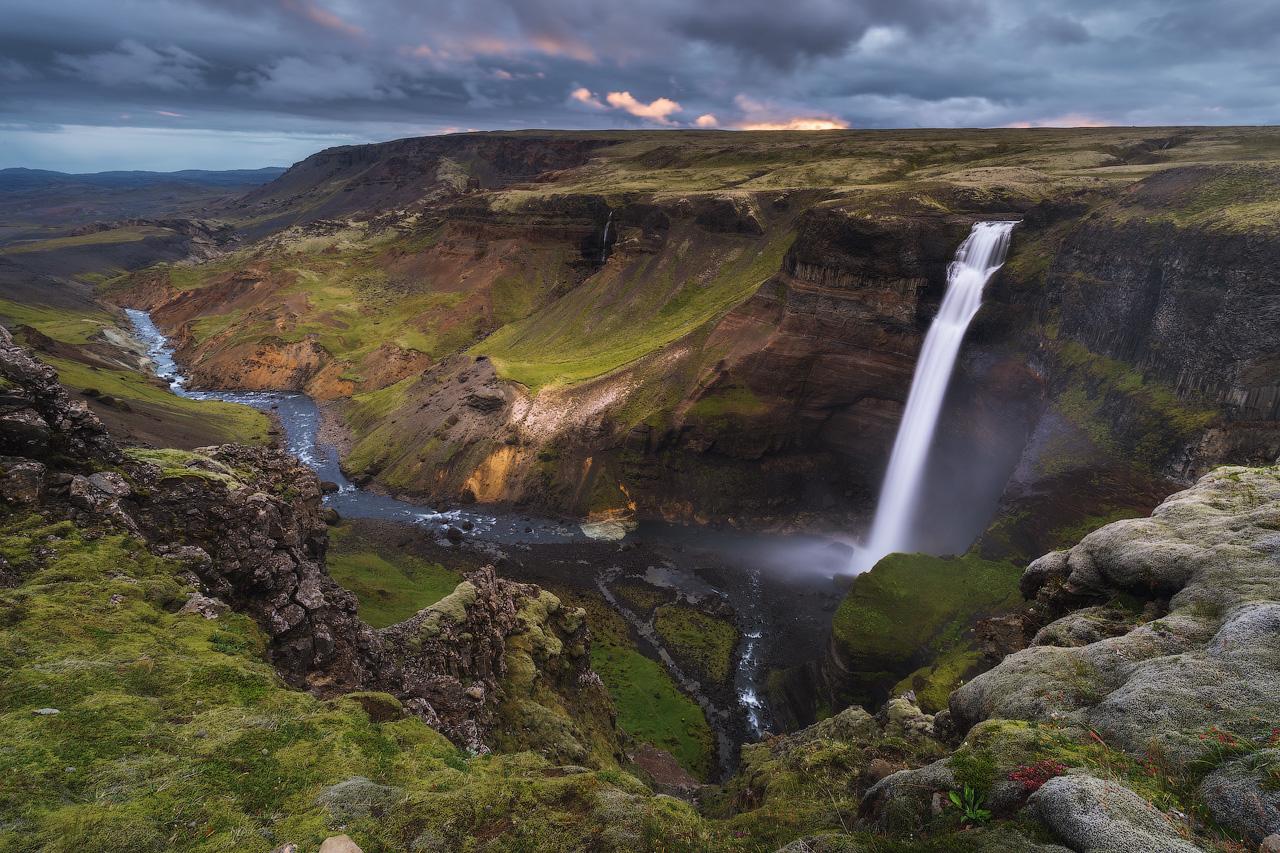 Háifoss est la deuxième chute d'eau la plus haute d'Islande.