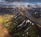Landmannalaugar ist für seine farbigen Rhyolith-Bergketten bekannt.