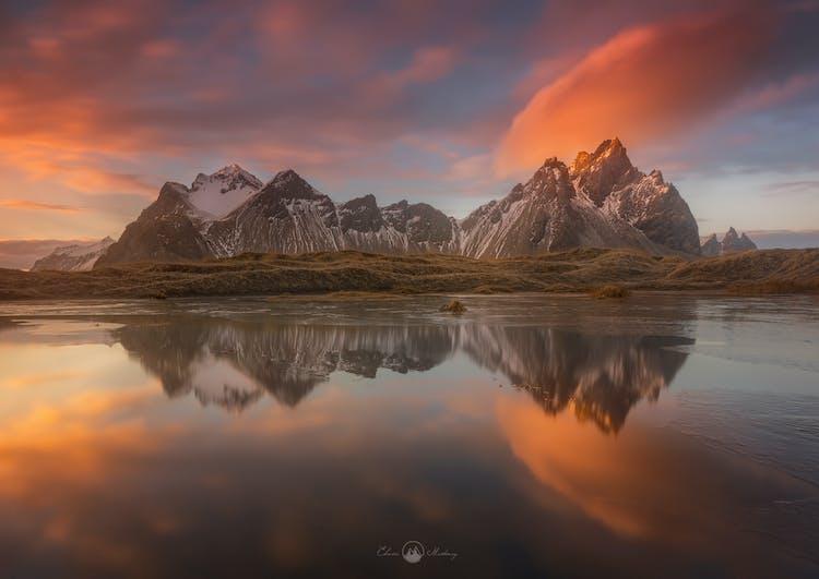 ภูเขาเวสตราฮอร์นเป็นหนึ่งในภูเขาที่สวยที่สุดในประเทศไอซ์แลนด์.