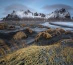 ภูเขาเวสตราฮอร์นถือเป็นภาพที่โดดเด่นในฟยอร์ดทางตะวันออกของประเทศไอซ์แลนด์.