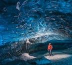 La belleza de la cueva de hielo de Islandia es indescriptible.