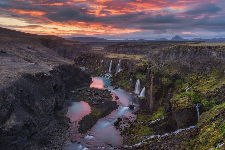 ที่ราบสูงเป็นเหมือนบ้านของหุบเขาและน้ำตกที่งดงามที่สุดของประเทศไอซ์แลนด์.