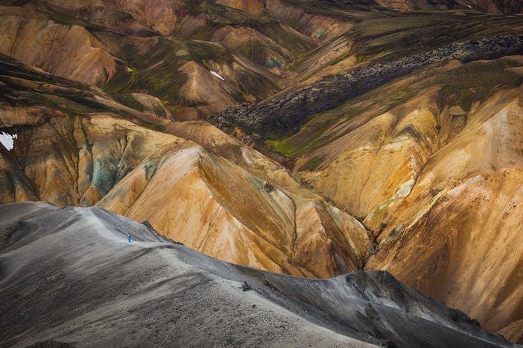 Los impresionantes contrastes de colores en las Tierras Altas te dejarán fascinado.
