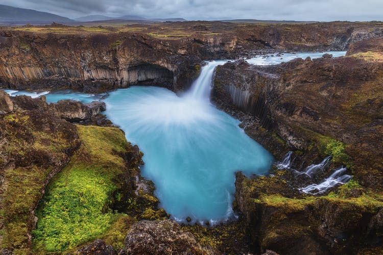 The Skjálfandafljót river is home to many impressive waterfalls including Aldeyjarfoss which cascades over black basalt rock in the North of Iceland.