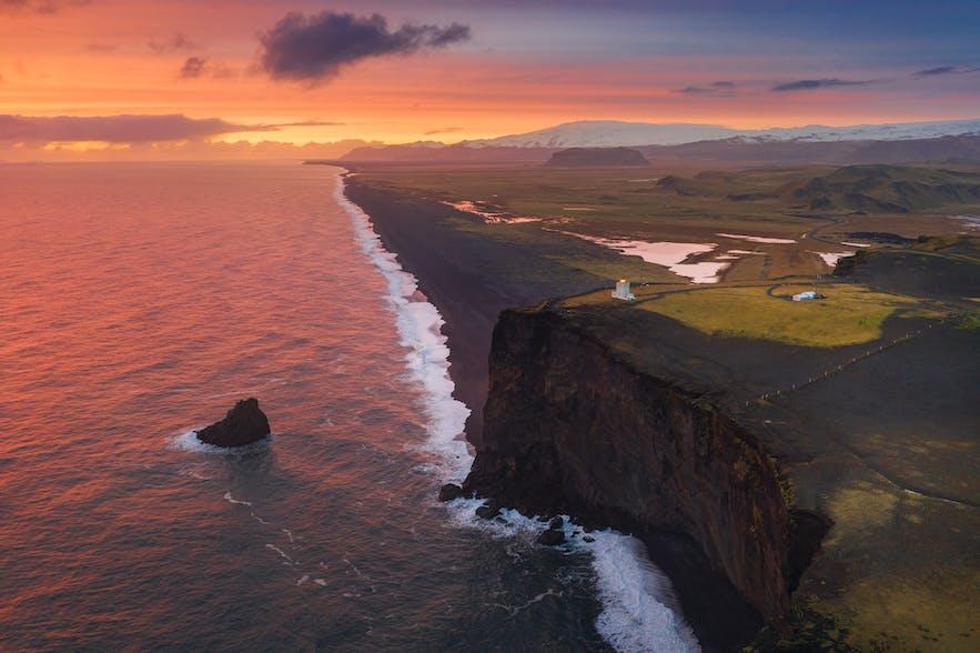 Coastline of Dyrholaey - Photo by Iurie Belegurschi