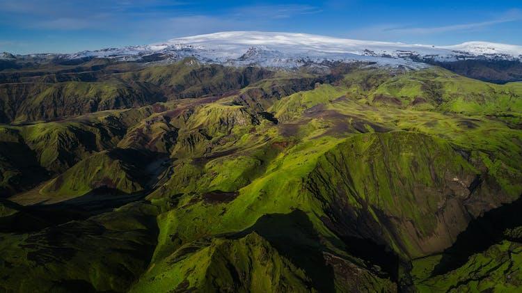 Le canyon Þakgil de la côte sud en été.