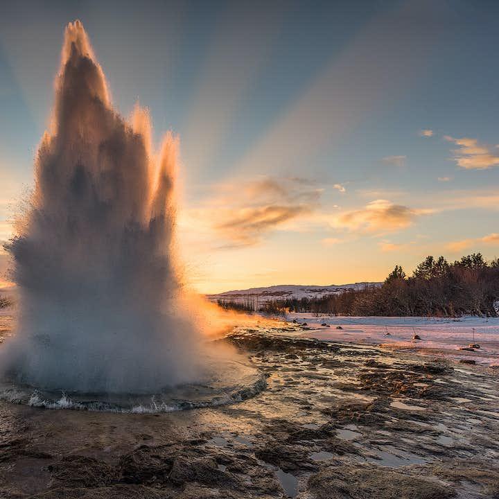 プライベートツアー|ゴールデンサークルとケリズ火口湖の写真撮影ワークショップ