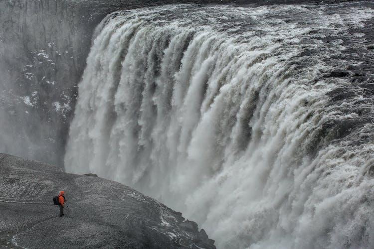 欧洲最雄伟的瀑布,冬季的黛提瀑布(Dettifoss)。