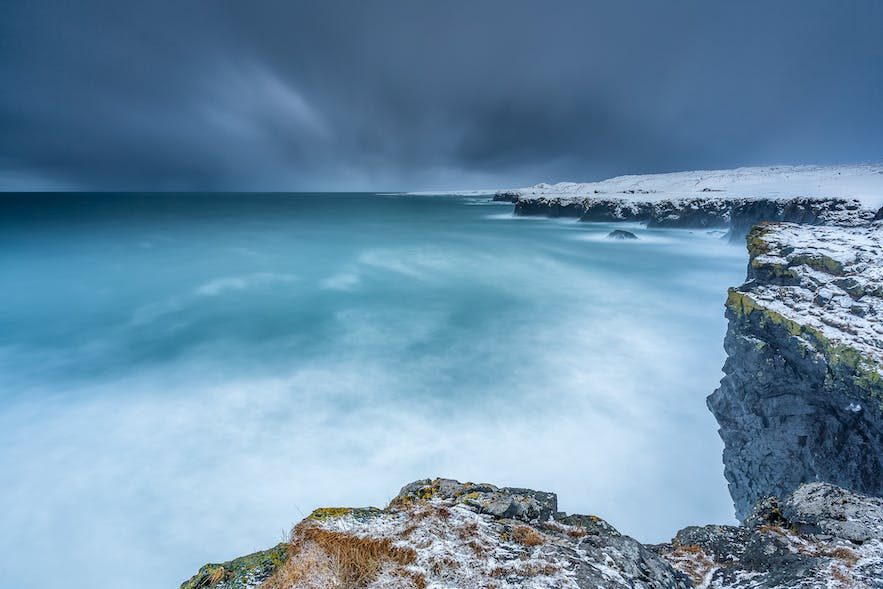 Seascape in Iceland - Photo by Francesco Gola