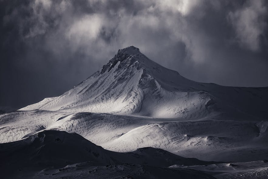 Mountain in Iceland - Photo by Albert Dros