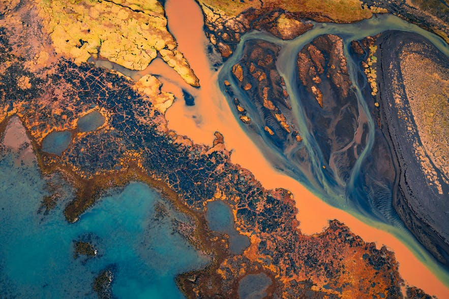Glacial rivers - Photo by Albert Dros