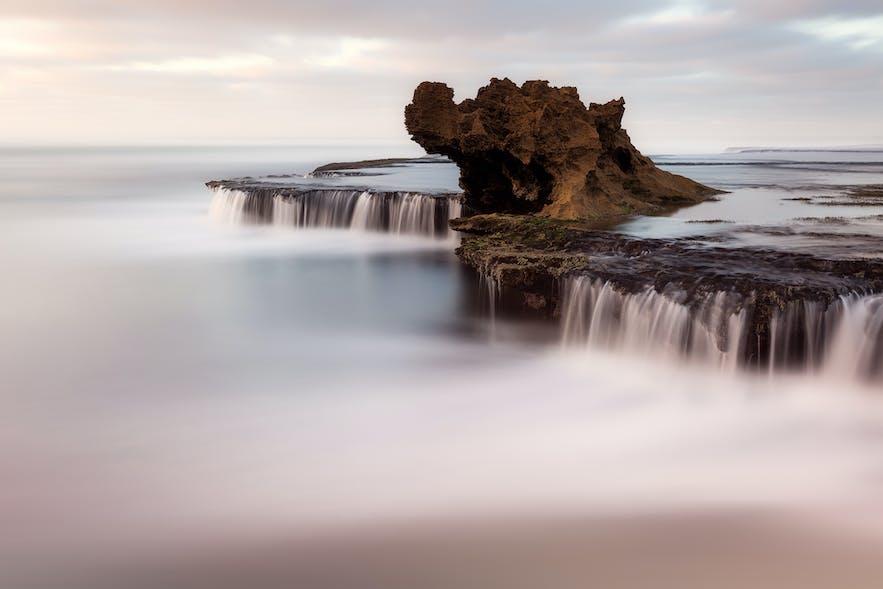 Dragon's Head Rock. Photo by: 'Serena Dzenis'.