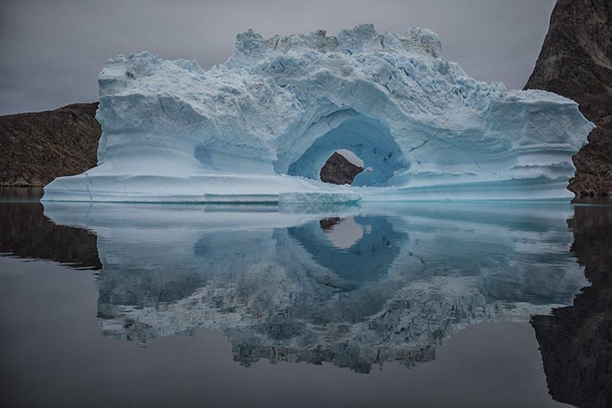 Iceberg Arch. Photo by: 'Kathleen Croft'.