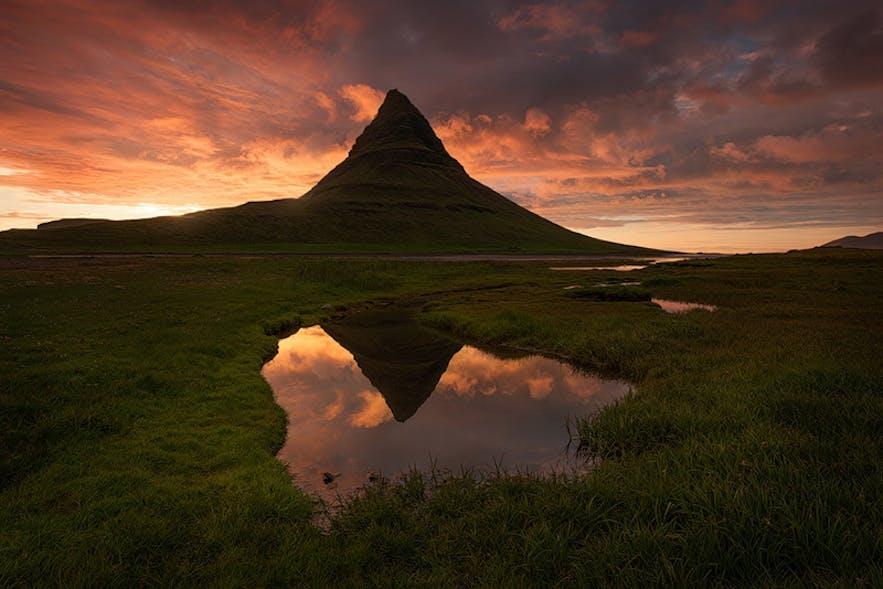 Kirkjufell. Photo by: 'Perri Schelat'.