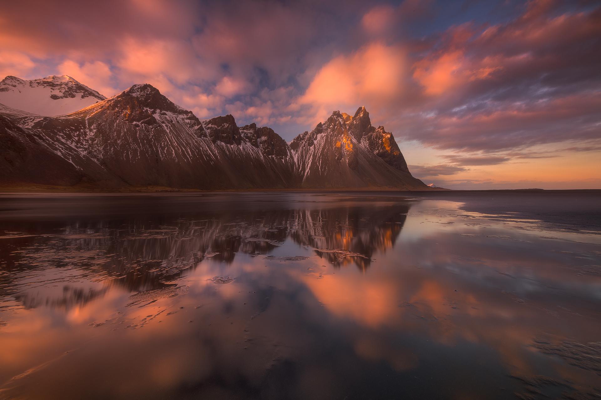 Vestrahorn est l'une des montagnes les plus dramatiques d'Islande