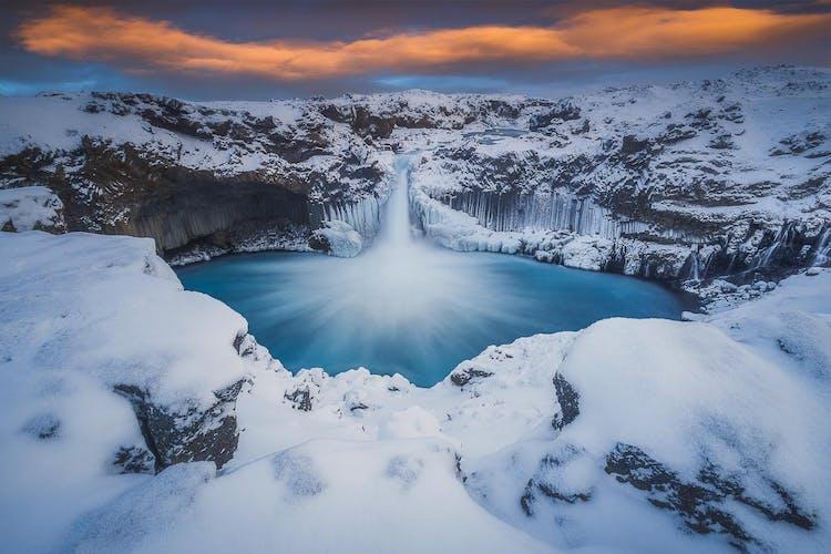 Der Wasserfall Godafoss frontal fotografiert.