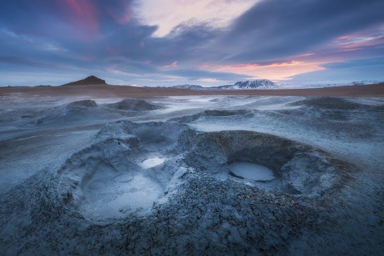 Le lac Mývatn recouvert de neige.