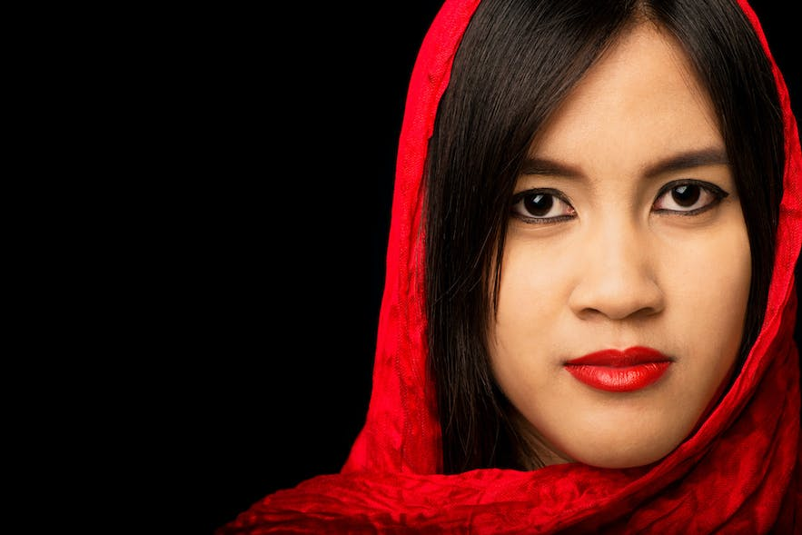 How to Create Portraits with a Black Background