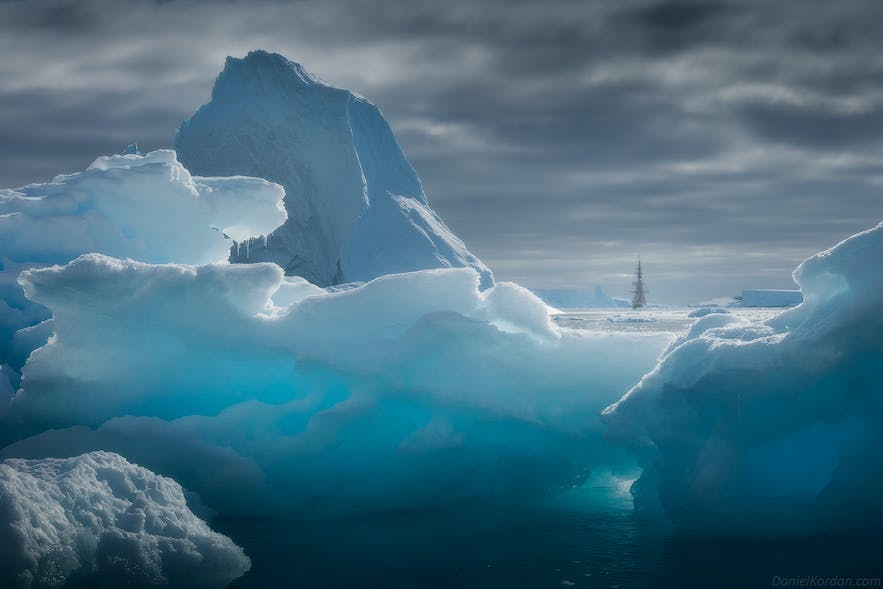 Landscape photographers need to know some tips to best capture Antarctica.
