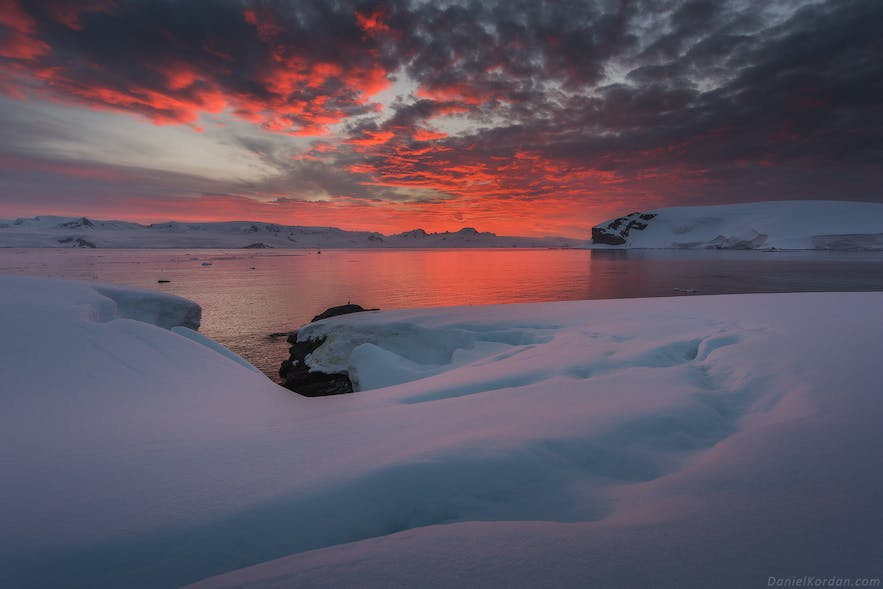 The Midnight Sun helps Antarctic landscape photography.