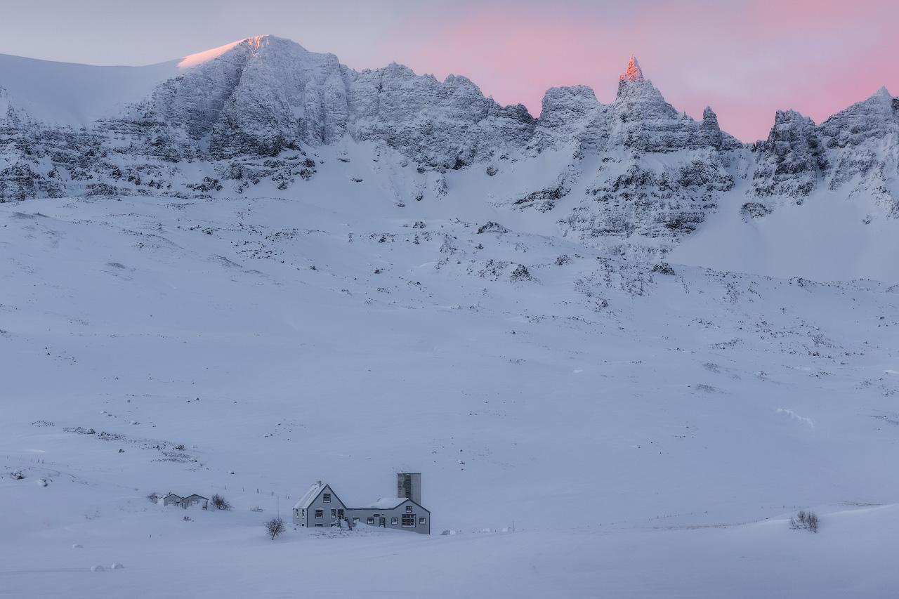 La chute d'eau la plus puissante d'Europe, Dettifoss, en hiver.