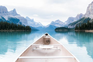 Christian-Schaffer-Photography-Jasper-Spirit-Island-Canoe.jpg