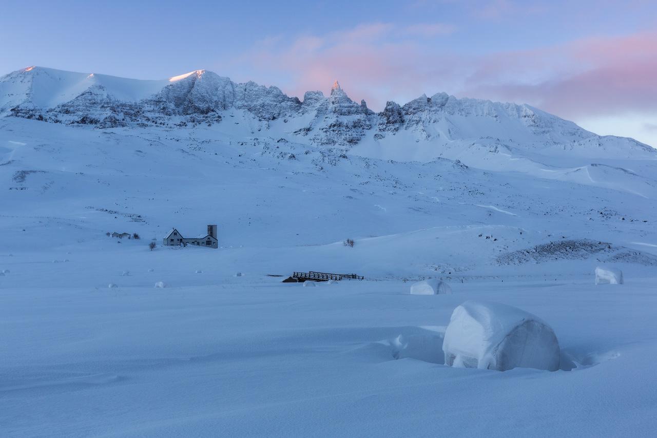 Asegúrate de mantener la vista en el cielo mientras viajas por el país en invierno, ya que puedes vislumbrar la aurora boreal.
