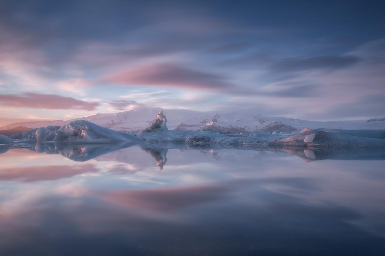In questo tour, avrai la libertà di trascorrere tutto il tempo che vuoi guardando gli iceberg giganti nella laguna glaciale di Jökulsárlón