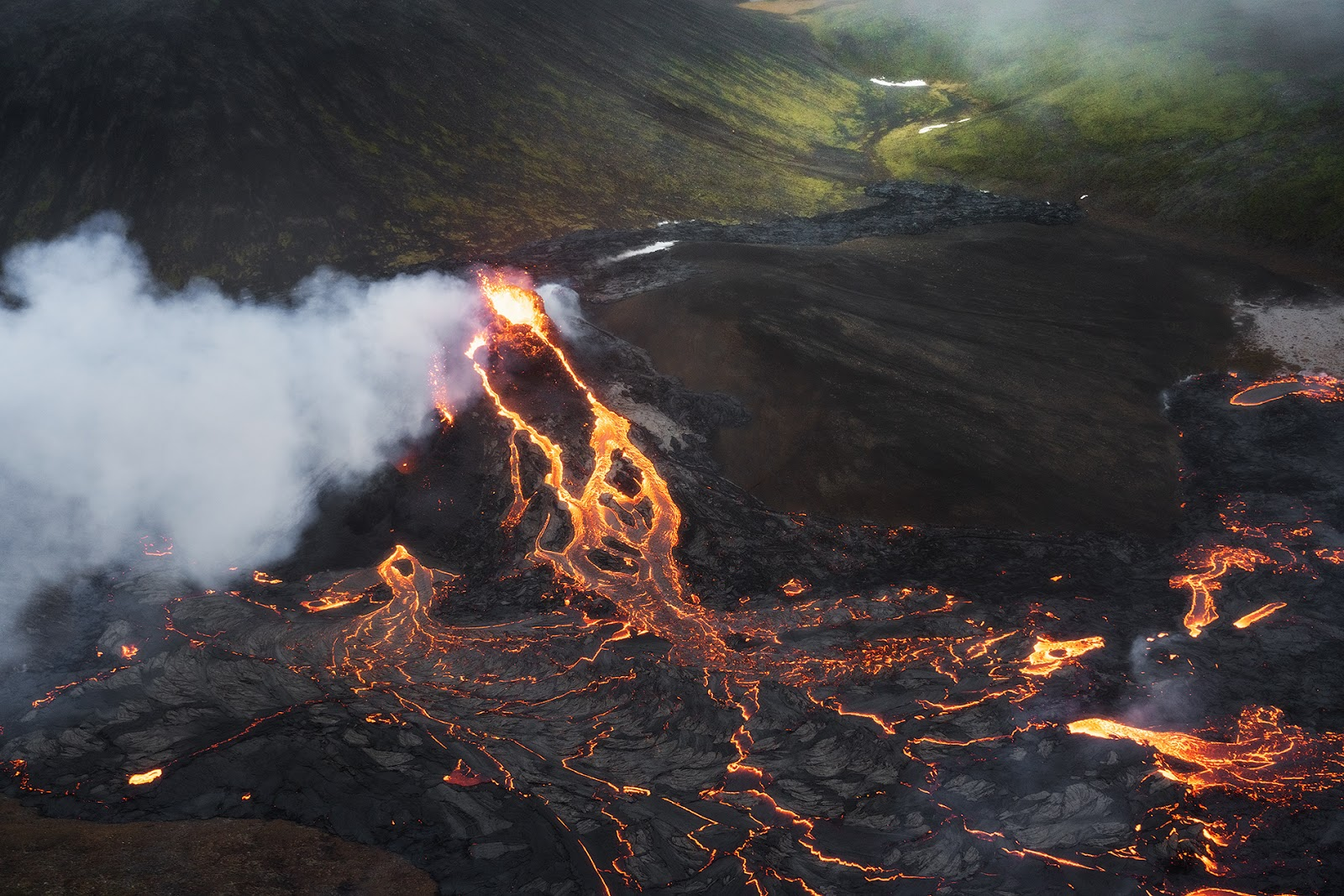 Incredible Photos of Geldingadalur Volcano with Photography Tips